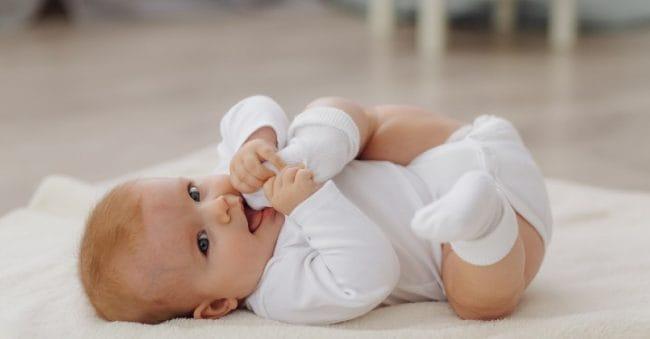 26 Inspirasi Nama Bayi Laki-laki Mei untuk Jagoan Kecil Parents!