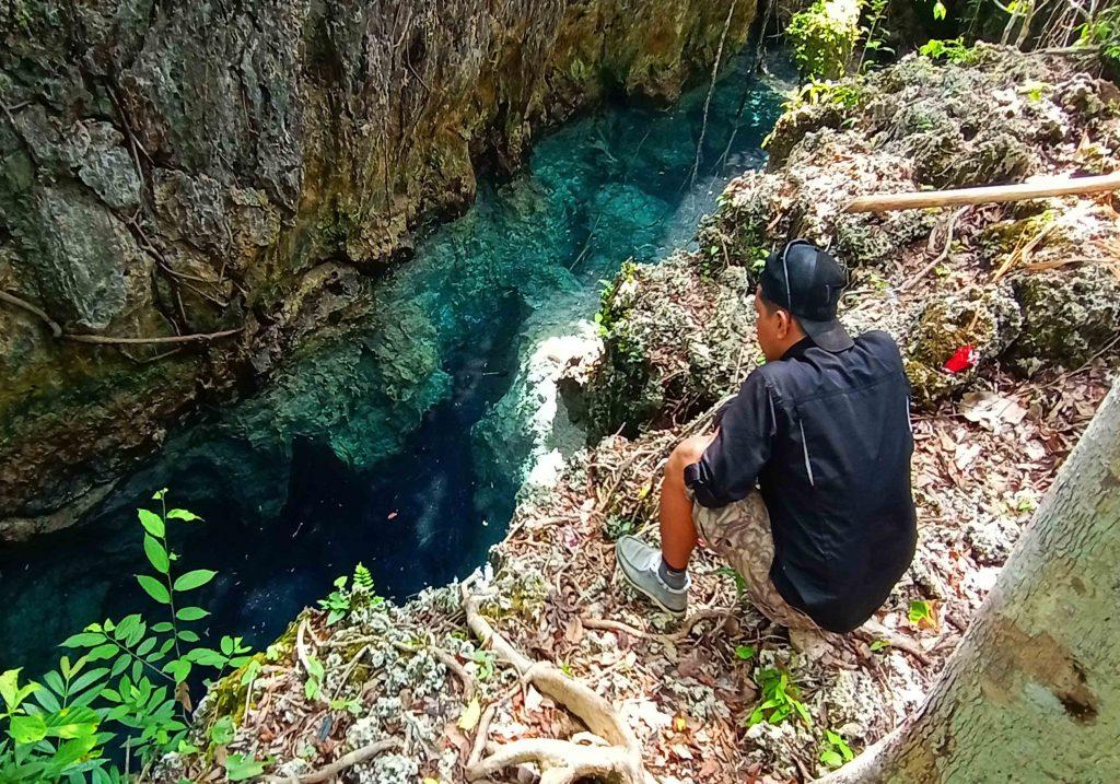 Berburu Cahaya dengan Stalaktit Bentukan Alam yang Menembus Air Jadi Spot Terbaik di Batu Belah Wawonii