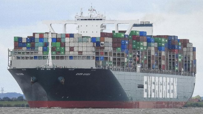 Cerita Lengkap Kapal Raksasa Terjepit di Terusan Suez