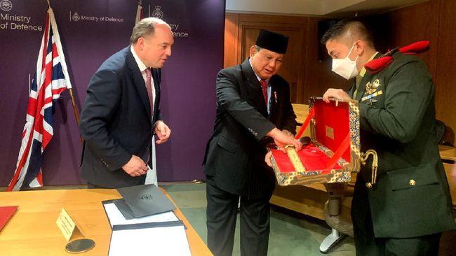 Cerita Prabowo Keliling Eropa dan Diplomasi Keris Bali
