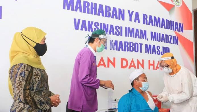 Jelang Ramadhan Imam Masjid dan Marbot Prioritas Vaksinasi Jawa Timur