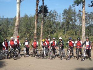 Menjajal Trek Downhill Cikole dan Hutan Pinus Jayagiri