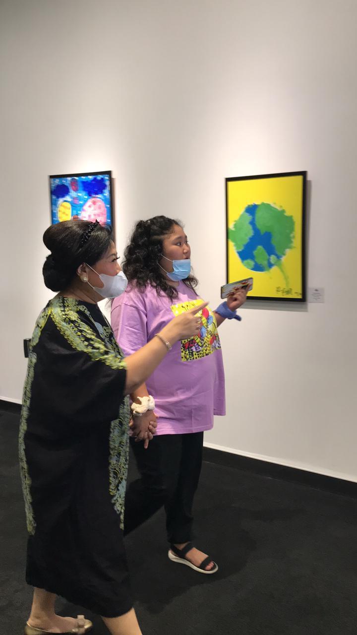 Raysha dan Sunrise Art Gallery: Sukses Selenggarakan Painting Exhibition, Penggalangan Dana untuk Individu Autistik dari Keluarga Prasejahtera