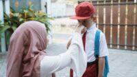 8 Hadis Menuntut Ilmu, Ajarkan Juga kepada Buah Hati Parents