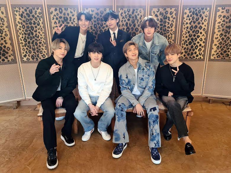 BTS Gelar Konser di Bulan Ramadhan, Fans yang Puasa Kecewa Berat -