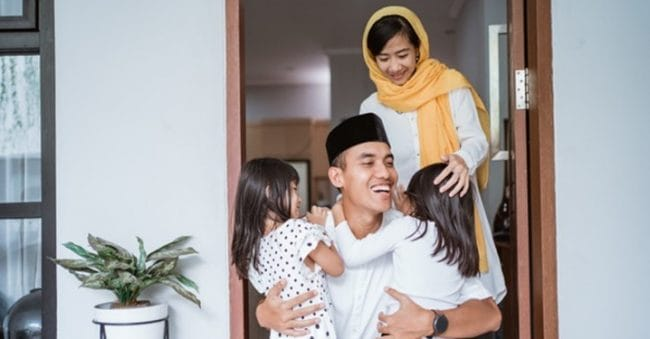 Doa Memeluk Anak dari Ajaran Rasulullah SAW, Mari Amalkan, Parents!