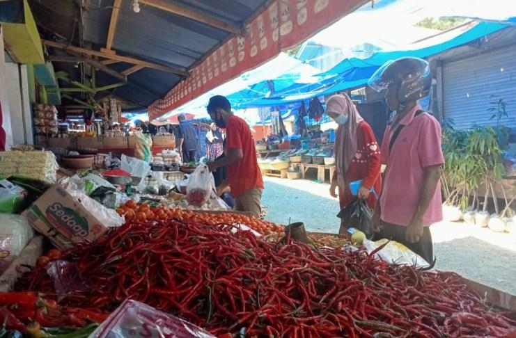 Harga cabai di Pasar Sentral Sinjai naik jelang Ramadan karena stok terbatas dari petani dan pembeli dari luar daerah. /Ashari/AKURATNEWS