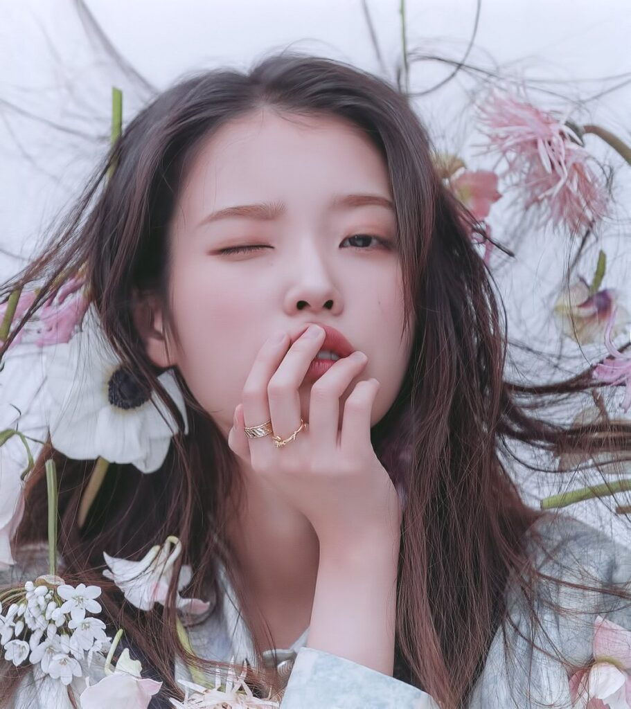 "IU Rajai Tangga Lagu Album dengan ""LILAC"""
