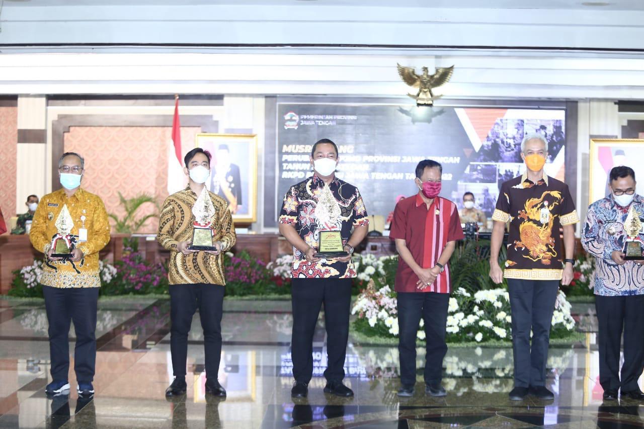 Kali ke-3 Hendi Bawa Nama Kota Semarang Jadi Kota Terbaik Dalam Pembangunan Daerah