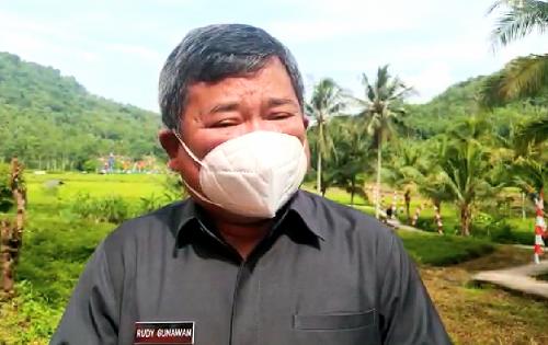 Lakukan Monioring Aktivitas di Area Gedung RA Lasminigrat, Bupati Garut Imbau Pedagang Terapkan Prokotol Kesehatan