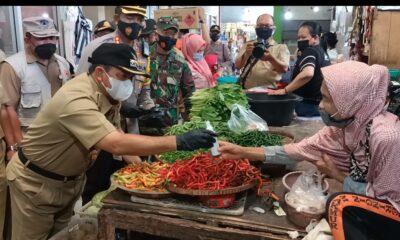 Pastikan Harga Kebutuhan Pokok Stabil, Bupati Tinjau Pasar Tradisional Semarang Jelang Ramadan