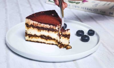 Resep Chocolate Eclair Cake, Kue Lumer Ala Kafe Tanpa Oven | YuKepo.com