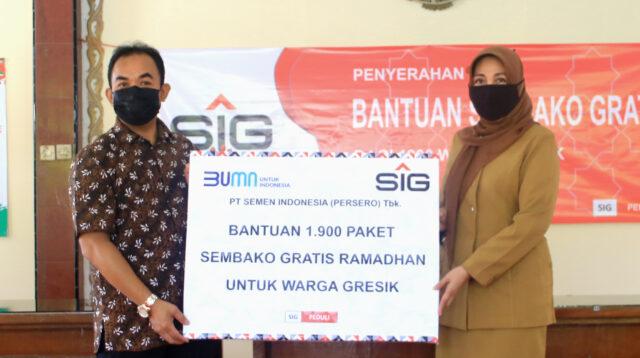 SIG Bagikan 1.900 Paket Sembako Kepada Sembilan Kelurahan di Gresik