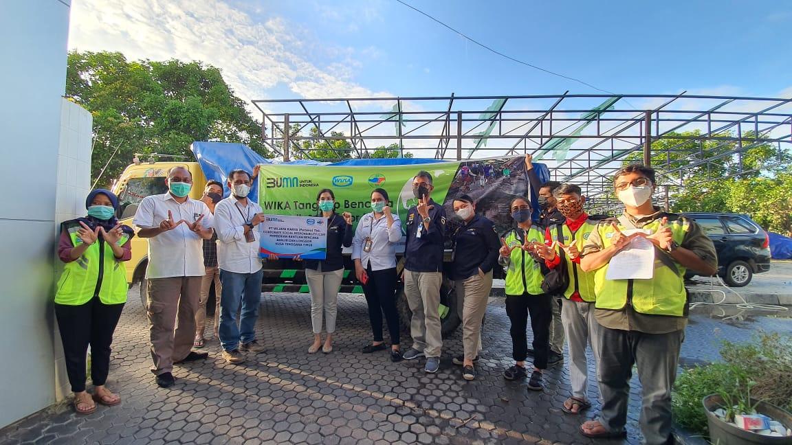 WIKA Salurkan Bantuan Bagi Korban Bencana Alam NTT