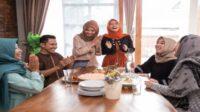 10 Hadist tentang Silaturahmi Beserta Keutamannya yang Perlu Umat Muslim Tahu