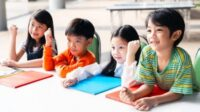 4 Cara Belajar Anak Kinestetik Beserta Tipsnya agar Lebih Menyenangkan