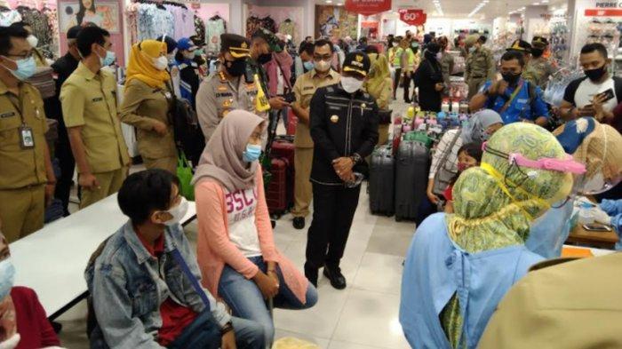 Cegah Penyebaran Covid-19, Pengunjung Mal Malang di Tes Swab Acak
