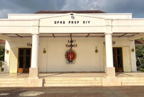 DPRD Minta Pemda Yogyakarta Sosialisasi Bantuan Tunggakan SPP