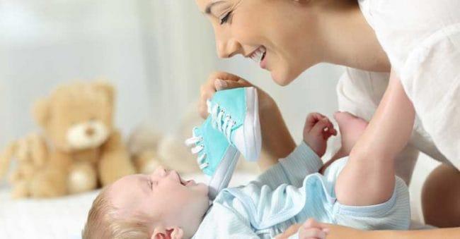 Gaya Buah Hati Selalu Stylish dengan 9 Merk Sepatu Bayi Pilihan
