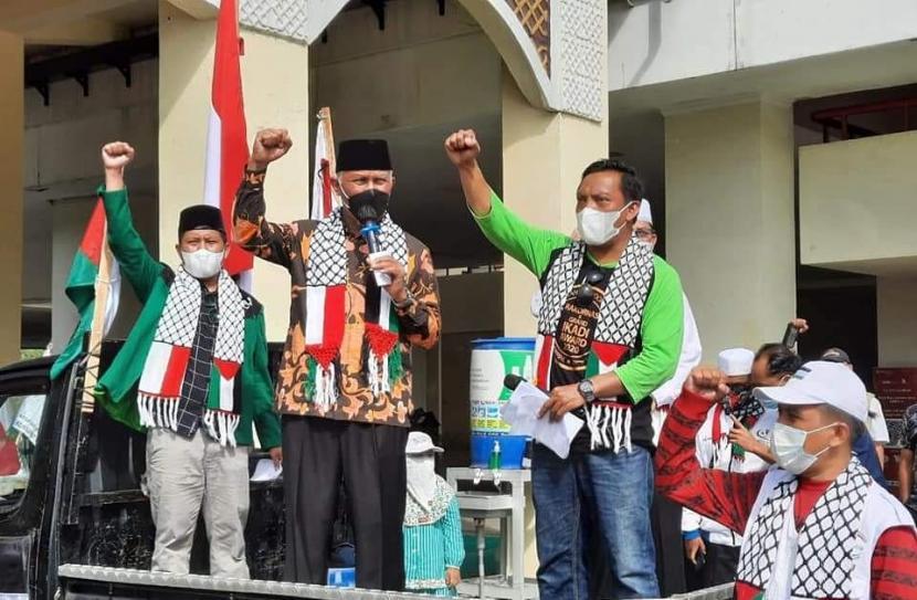 Gubernur Sumbar Mahyeldi Lepas Aksi Solidaritas untuk Palestina