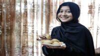 Inilah Pandangan Islam Soal Makan dan Minum di Depan Orang Berpuasa