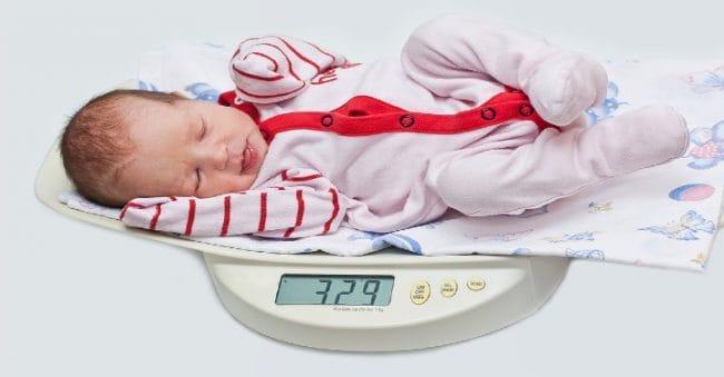 Pantau Berat Badan si Kecil Lebih Praktis dengan 5 Timbangan Bayi Pilihan