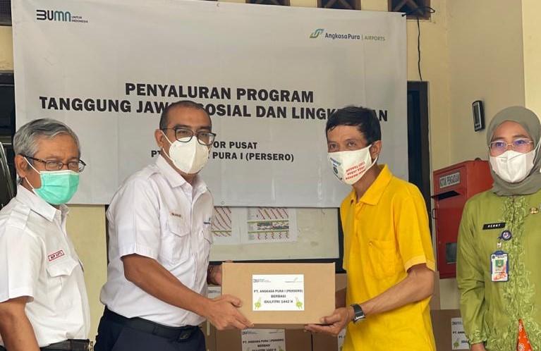 Peduli Sesama, Angkasa Pura I Salurkan Kembali Bantuan 400 Paket Sembako