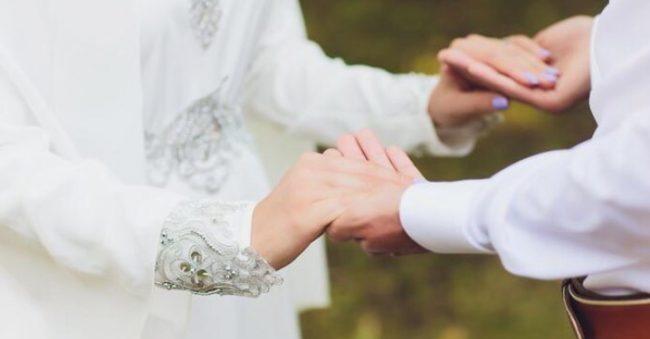 7 Ayat Al-Quran tentang Pernikahan, Lengkap dengan Artinya