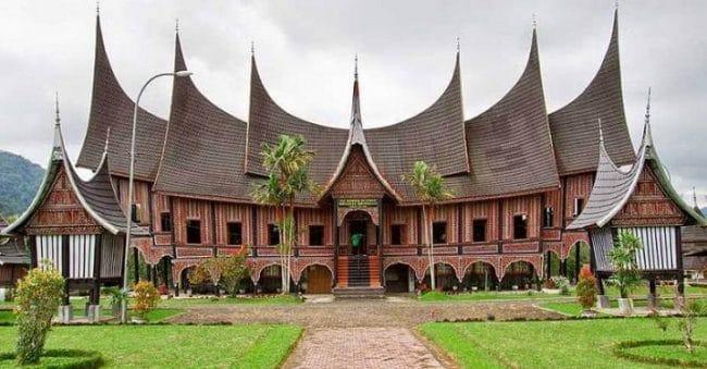 7 Rumah Adat Khas Sumatera Barat, Megah dan Tahan Gempa!