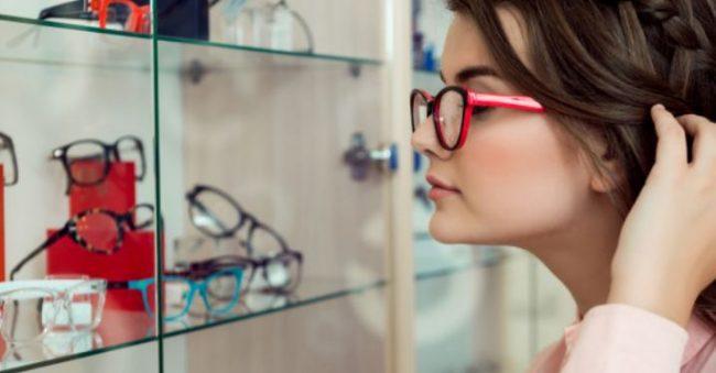 Catat! Ini 7 Rekomendasi Model Kacamata Terbaik untuk Wajah Bulat