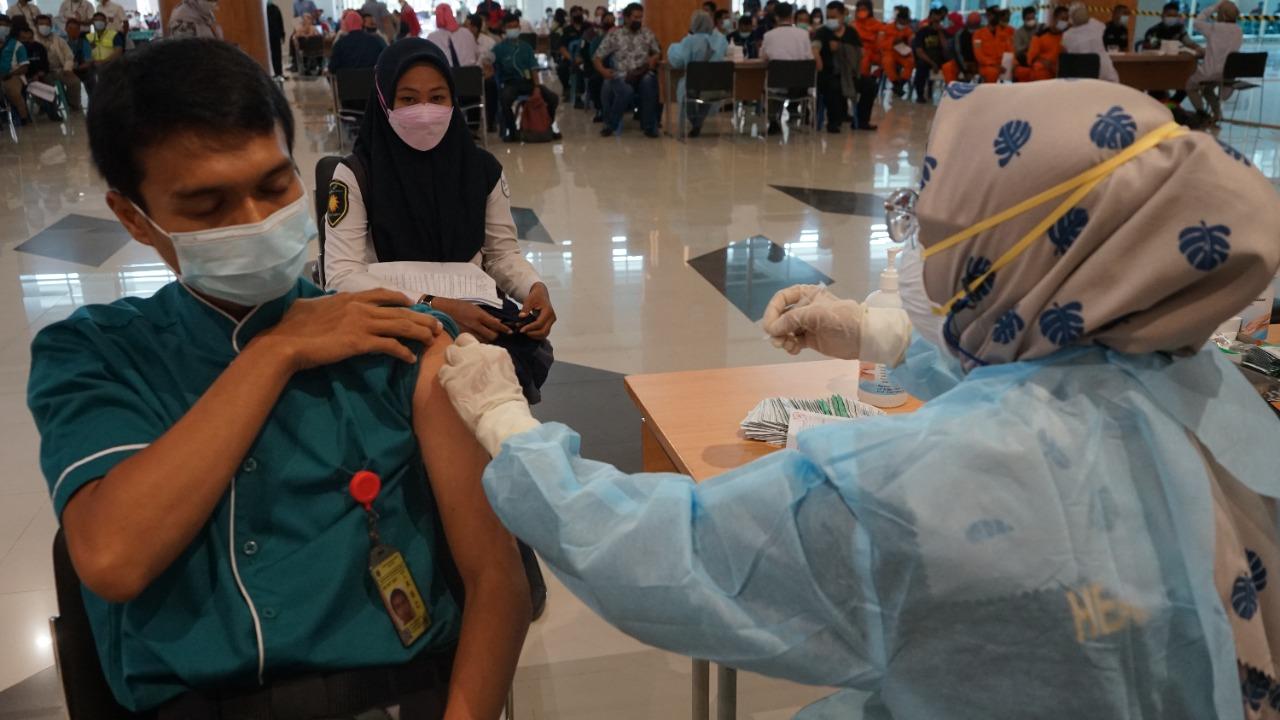Dukung Herd Immunity, Petugas dan Komunitas Bandara Lakukan Vaksinasi Covid19 Dosis Kedua