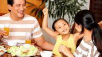 Jangan Sepelekan, 10 Manfaat Makan Bersama untuk Tumbuh Kembang Anak