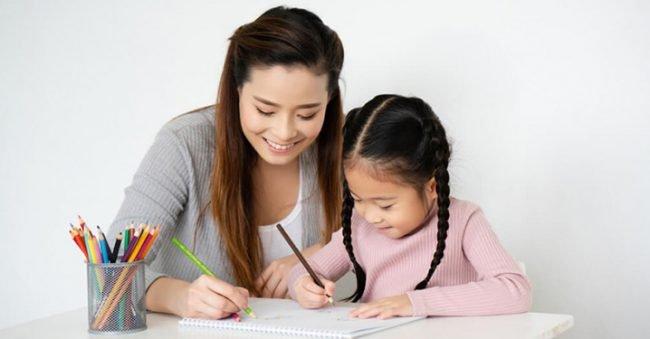 Lakukan dengan Tekun, Ini 8 Cara Mengajarkan Anak Menulis
