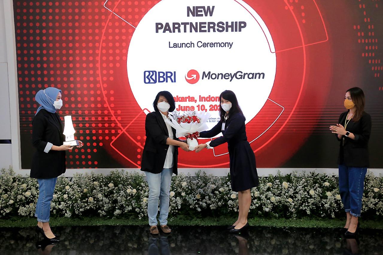 Manjakan Nasabah, BRI dan MoneyGram Kerjasama Layanan Pengiriman Uang dari Luar Negeri