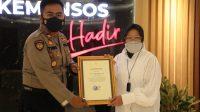 Mensos berikan penghargaan personel polisi yang membantu banjir demak