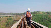 Pekerjaan Menantang Sebagai Petugas Pemeriksa Jalur KA