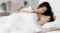 Wajib coba! 9 Posisi seks intim untuk menghangatkan hubungan suami istri